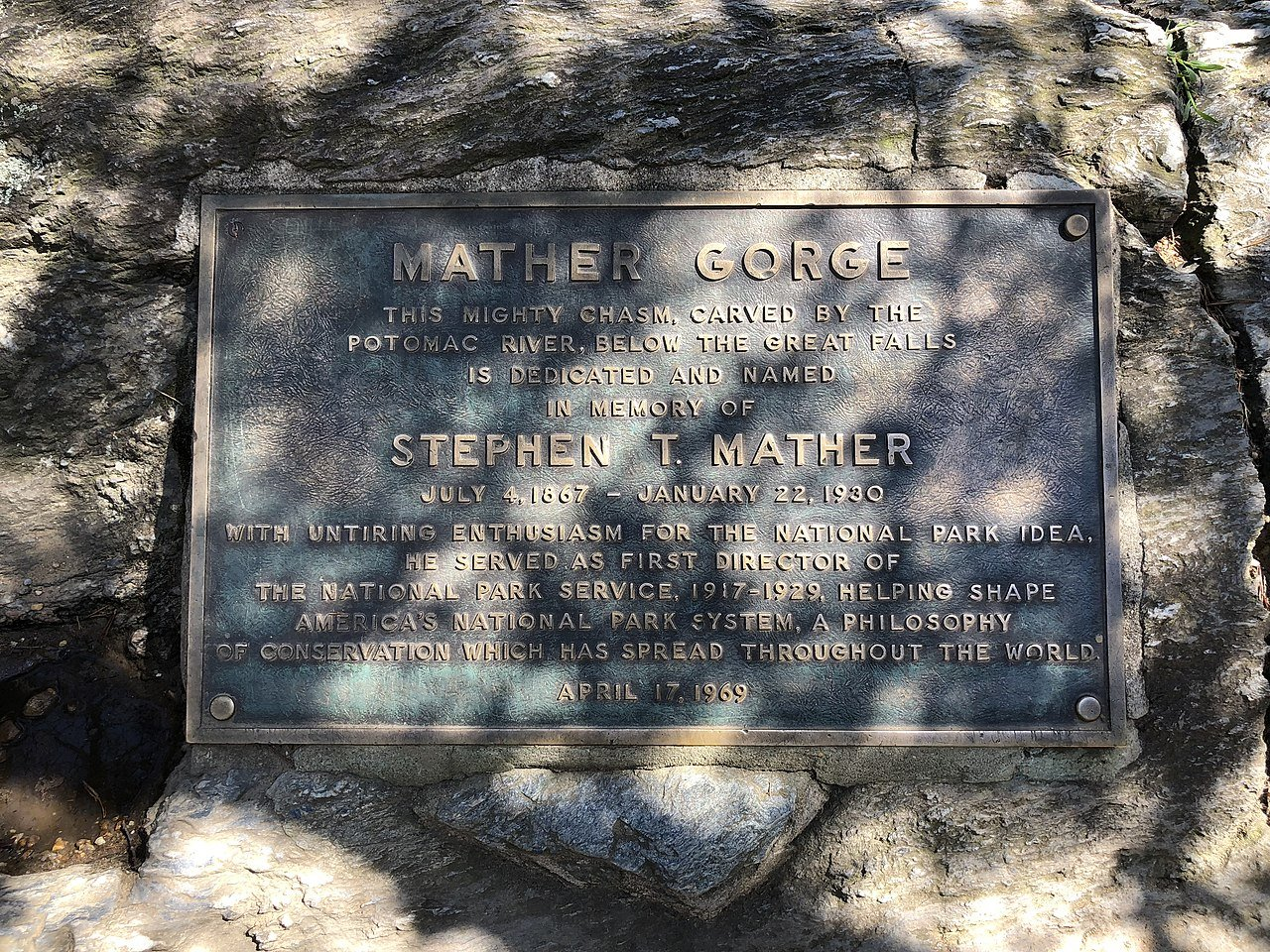 Plaque commemorating the naming of the Mather Gorge of the Potomac River