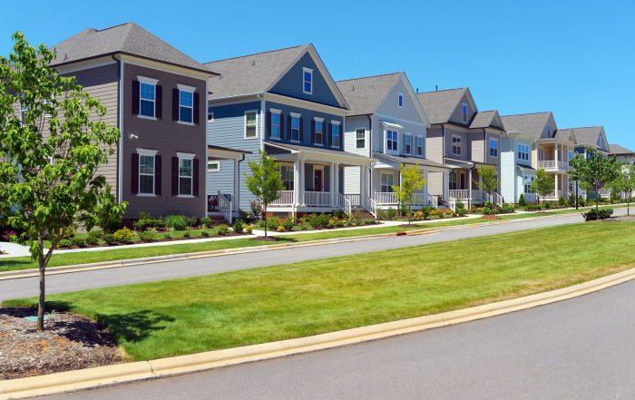 CHOOSING PRODUCTION OR CUSTOM HOME BUILDER